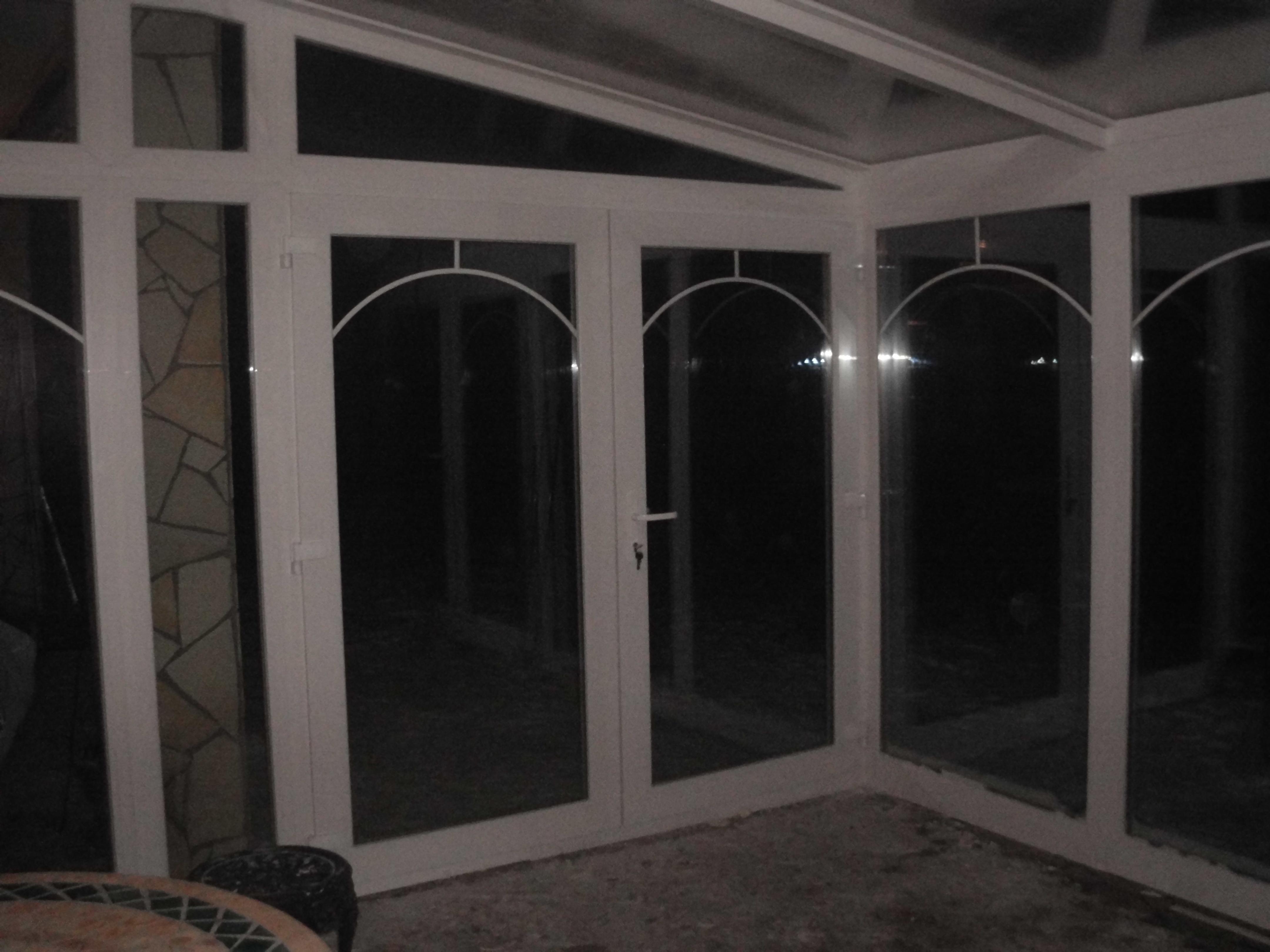 Télikert kétszárnyú bejárati ajtóval