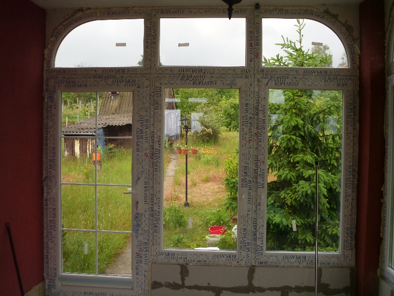 Íves ablak